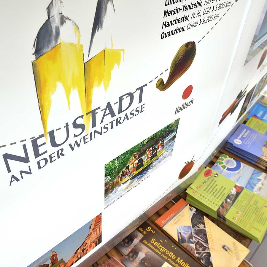 Info-Stand an der Touristinformation Neustadt